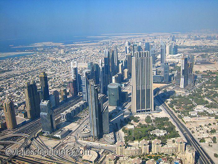 El mirador de Burj Khalifa es uno de los lugares perfectos para ver Dubái a vista de pájaro.