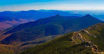 Fotografía de un paisaje de montañas en otoño proporcionada por Pixabay