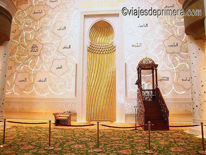 El Mihrab de la Gran Mezquita de Abu Dabi indica a los fieles la dirección de La Meca