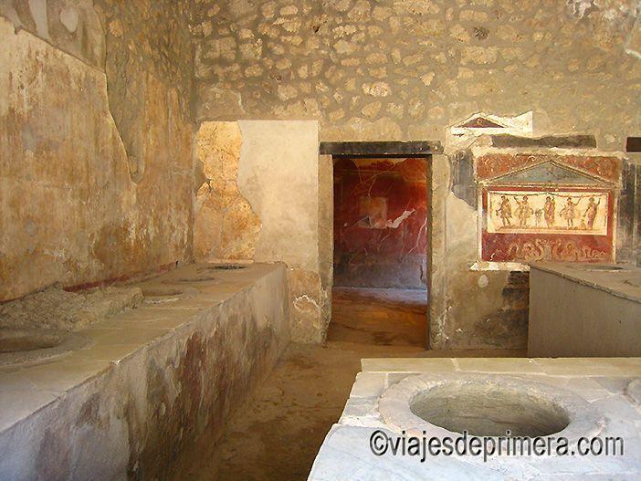 Una típica taberna pompeyana, donde era habitual que comieran todos los ciudadanos, exceptuando los más ricos, que contaban con cocinas en sus residencias.