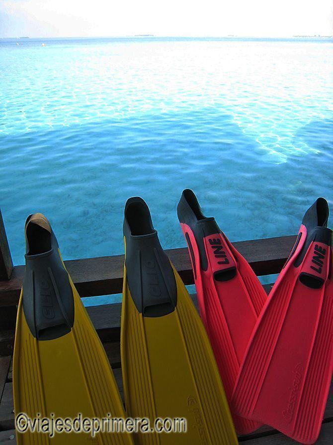 Equipo de buceo en las Islas Maldivas.