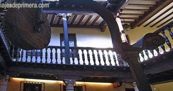 Patio interior del Museo Casa Natal de Miguel de Cervantes en Alcalá de Henares, Madrid