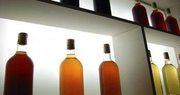 Expositor de vino en el Museo del Vino de Almendralejo, en Tierra de Barros de Extremadura