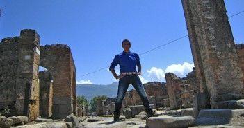 Javier Castro en Pompeya,una de las ciudades italianas que Carlos III, el rey arqueólogo, sacó a la luz
