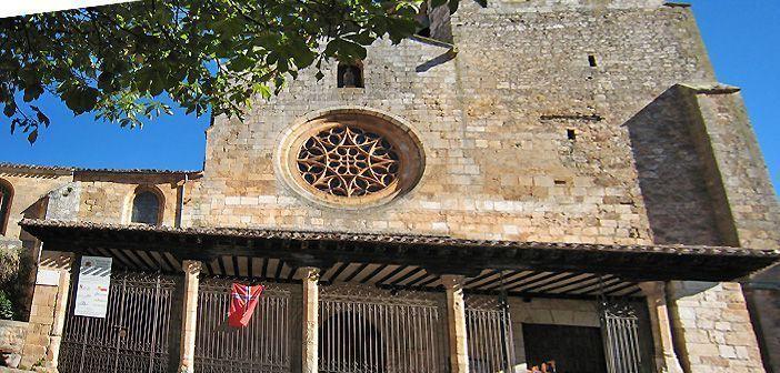 Fachada principal de la Colegiata de Covarrubias, en Burgos.