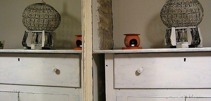 Detalle de espejo y decoración en el hotel El Secreto de Ollo de Navarra