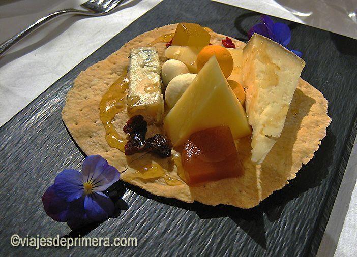 Propuesta de postre a base de quesos asturianos en el Parador de Cangas de Onís.