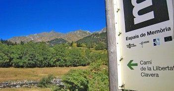 Uno de los carteles que señalan las rutas de Perseguidos y salvados en el Pirineo de Lérida
