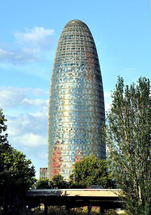 La Torre Agbar de Barcelona no será un hotel de cinco estrellas y mantendrá su uso como edificio de oficinas