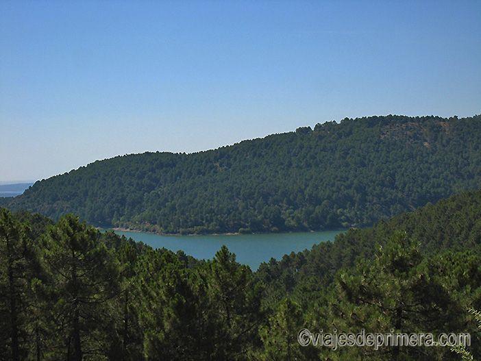 Vistas del Embalse de La Jarosa desde la Vereda del Agua que forma parte de la Ruta de las Trincheras por La Jarosa