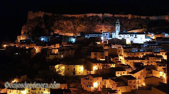 Chulilla es uno de los pueblos pintorescos que ver si haces turismo en el interior de Valencia.