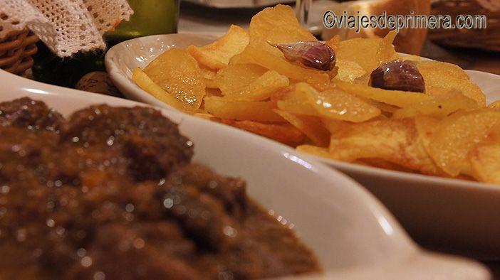 La gastronomía tradicional del restaurante El pozo lo convierte en uno de los mejores lugares donde comer en Chulilla