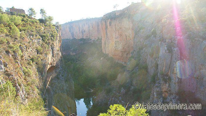 Las paredes de los Cañones del río Turia en Chulilla pueden alcanzar hasta 80 metros de altura