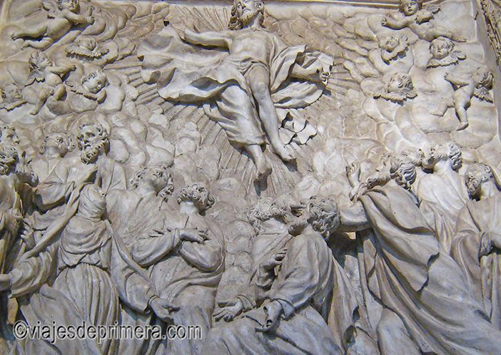 El trasaltar de la Catedral de Burgos reúne cinco retablos pétreos de una extraordinaria belleza
