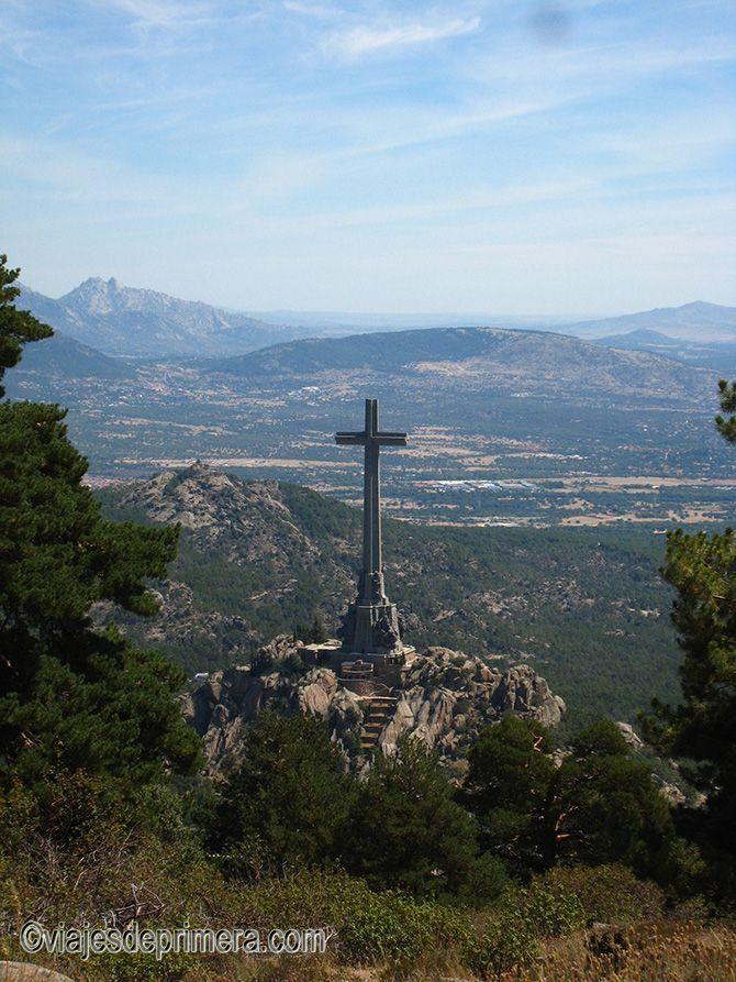 El Valle de los Caídos está presidido por una cruz que muchos consideran la más grande del mundo