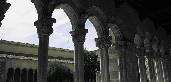 El claustro del Monasterio de Santa María la Real de Nieva es Patrimonio Nacional de España