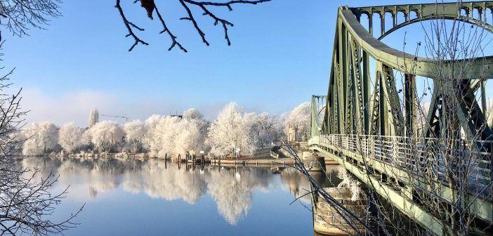 El Puente Glienicke es uno de los lugares que ver en Postdam si haces aquí una excursión de un día desde Berlín