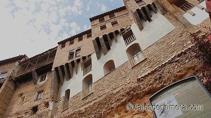 Las casas colgadas de la judería de Tarazona lo convierten en uno de los pueblos medievales de España con más encanto.