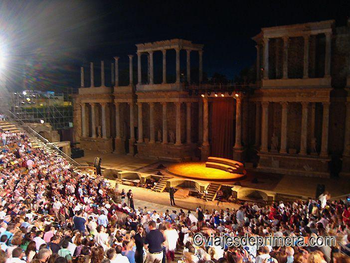 El Teatro Romano de Mérida es un monumento vivo, sobre todo en verano durante el Festival Internacional.