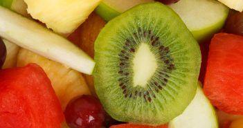 El kiwi es una de las frutas tropicales sin la letra A más famosas.