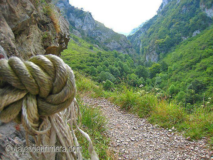 La Ruta de las Xanas es una de las excursiones de senderismo que puedes hacer en los alrededores de Oviedo.