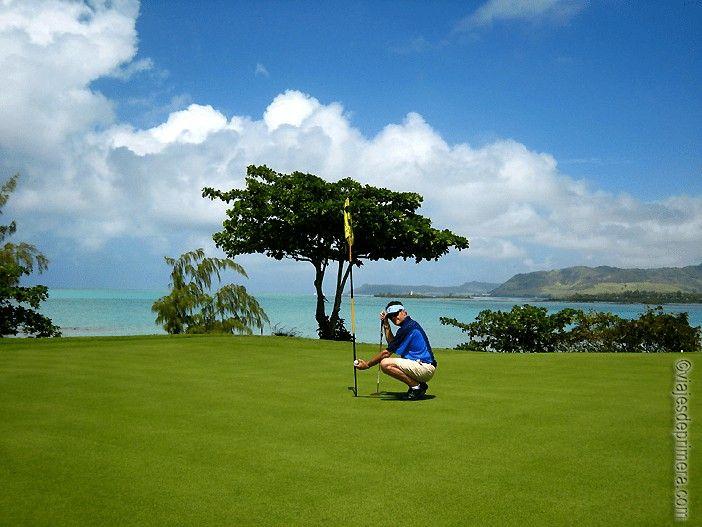 El campo de golf de Le Touesrrok, en la Isla de los Ciervos, está considerado uno de los más bellos del mundo. Este hoyo es el preferido de los aficionados, por su técnica y sus vistas.