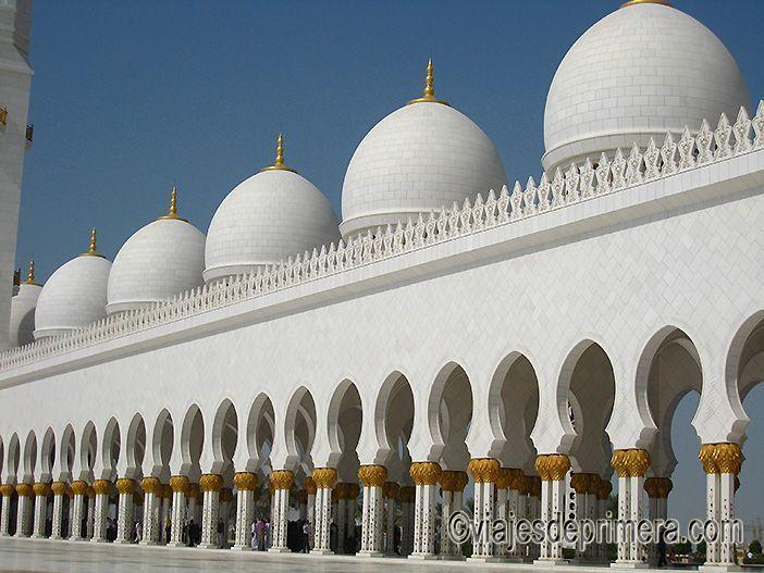 La Gran Mezquita de Abu Dabi es la tercera mezquita más importantes del mundo