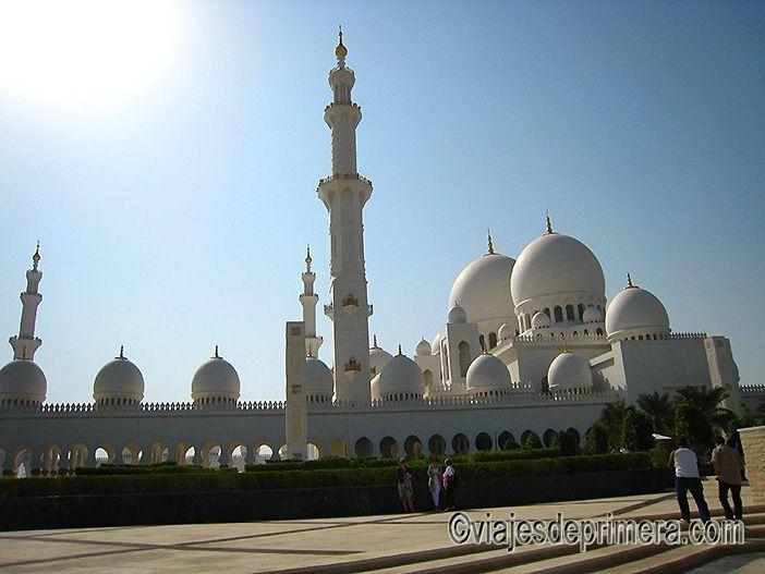 Entrada principal de la Gran Mezquita de Abu Dabi