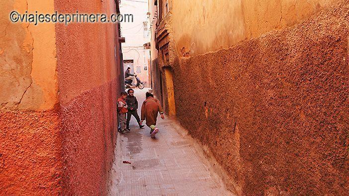 Los riads de Marrakech se distinguen por estar en la medina, entre sus callejones estrechos repletos de vida.