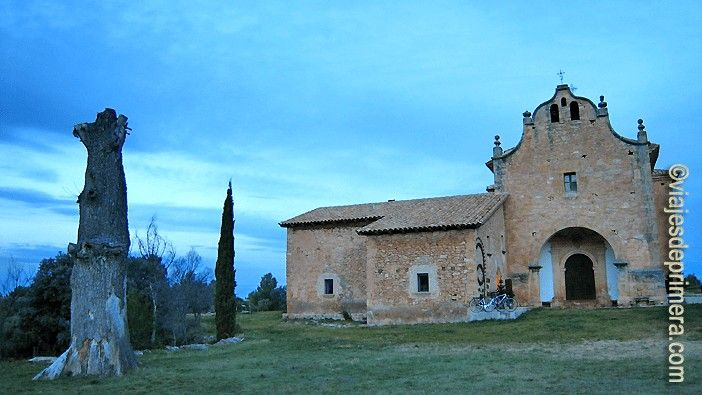 El hotel Consolación, en la Matarraña de Teruel, le debe el nombre a la iglesia que tiene al lado, donde se alberga la Virgen de la Consolación junto a una imagen de la Pilarica.