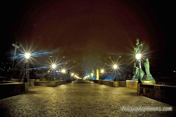 El Puente de Carlos de Praga mide 520 metros y cuenta con 31 estatuas
