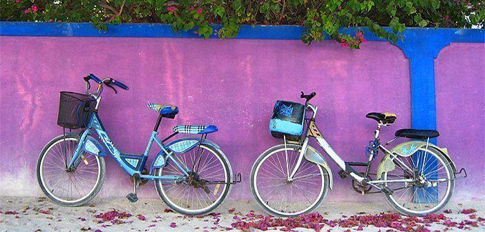 Bicicletas en la isla de Digura, una de las islas nativas de las Maldivas