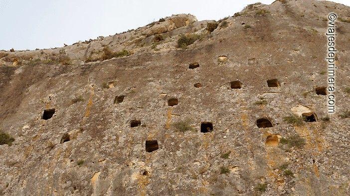 Les Covetes dels Moros son monumento histórico-artístico de Bocairent.