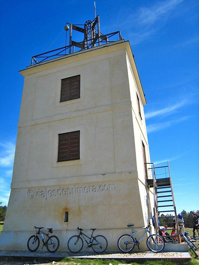 La torre del Cerro del Telégrafo de Moralzarzal ha sido restaurada y sirve de ejemplo sobre cómo funcionaba el telégrafo óptico en España.
