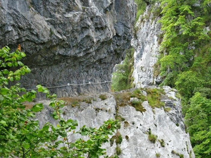 El Desfiladero de las Xanas es una de las rutas de senderismo más populares de Asturias por su señalización y su dificultad baja