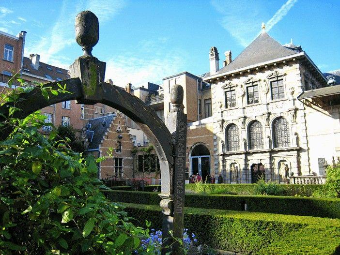 Jardines de la Rubenshuis, inspirados en los de las villas italianas que el pintor conoció durante su viaje entre 1600 y 1608.
