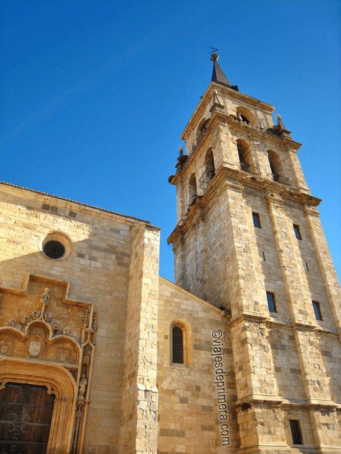 La Catedral de los Santos Niños Justo y Pastor, de Alcalá de Henares, es una de las dos catedrales magistrales que hay en el mundo.