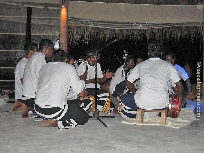 El Boduberu es el baile típico de las Maldivas, con influencias de África y de Asia.