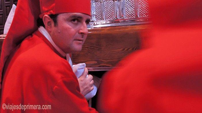 En Lucena, los santeros procesionan a cara descubierta y eso hace que tenga una de las Semanas Santas más curiosas de Andalucía
