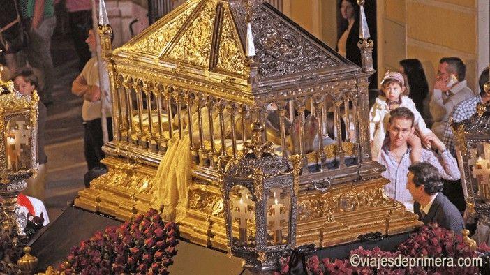 Uno de los días más importantes de la Semana Santa de Cabra es la procesión del Santo Entierro, el Sábado Santo