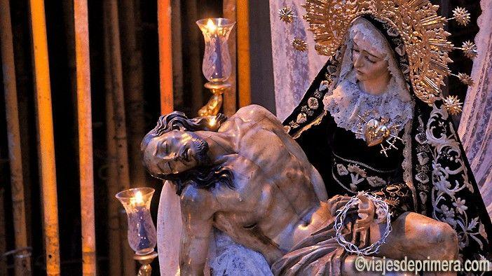 La Semana Santa de Cabra, documentada desde finales del siglo XV, es una de las más importantes de Córdoba.
