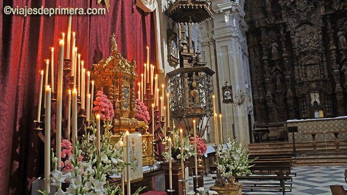 Los conventos de clausura de Carmona adornan de manera especial sus sagrarios y abren sus puertas para que puedan ser visitados durante el Jueves Santo