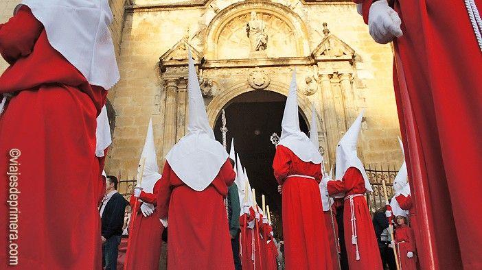 Preparación del paso del martes santo en Lucena