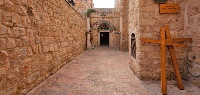 De la Décima a la Decimocuarta parada del Vía Crucis por la Ciudad Vieja de Jerusalén se desarrollan en el interior de la Iglesia del Santo Sepulcro