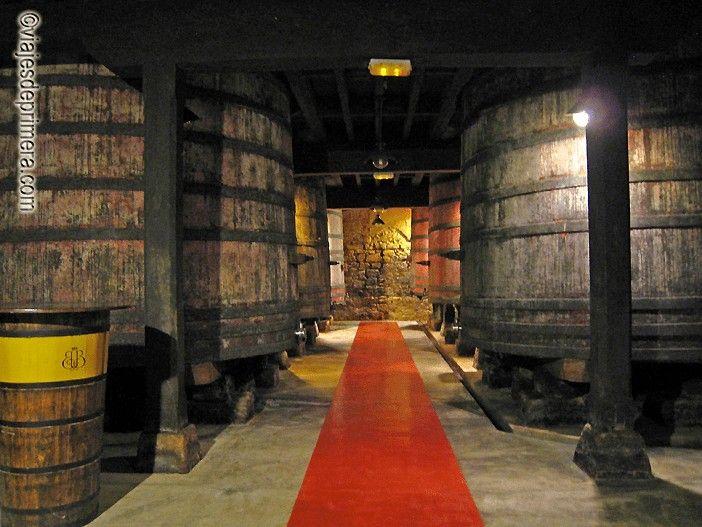 Las visitas a Bodegas Bilbaínas de Haro recorren uno de los calaos más largos de La Rioja
