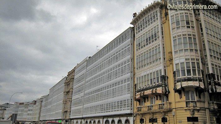 Qué ver en A Coruña, las balconadas acristaladas como las popas de los barcos de sus casas históricas