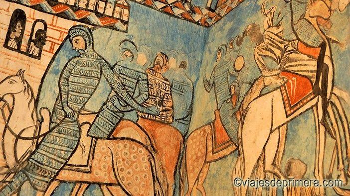 Detalle de los murales que todavía decoran los sepulcros de la Capilla del tesoro, en la iglesia del Monasterio de Valbuena, que ha funcionado como parroquia de San Bernardo desde el siglo XII.