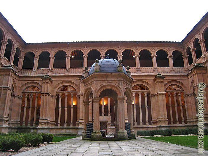 Claustro del Convento de San Esteban, donde está enterrado Fray Francisco de Vitoria.