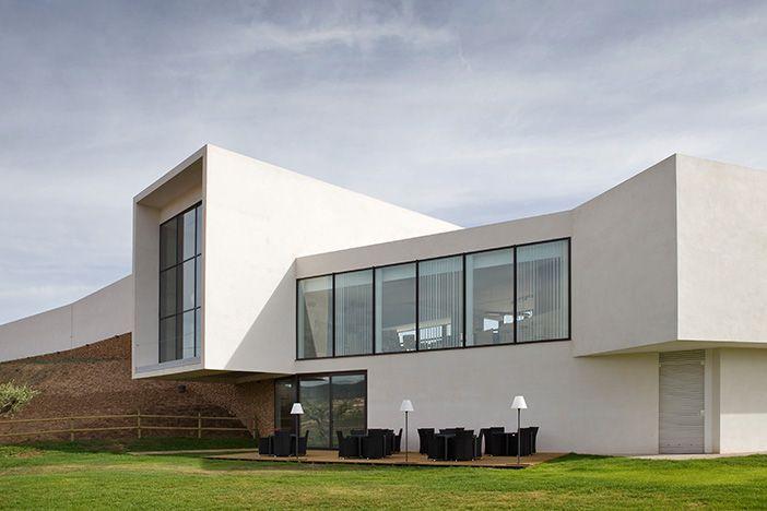 Facchada trasera del hotel cuatro estrella Finca Los Arandinos en La Rioja