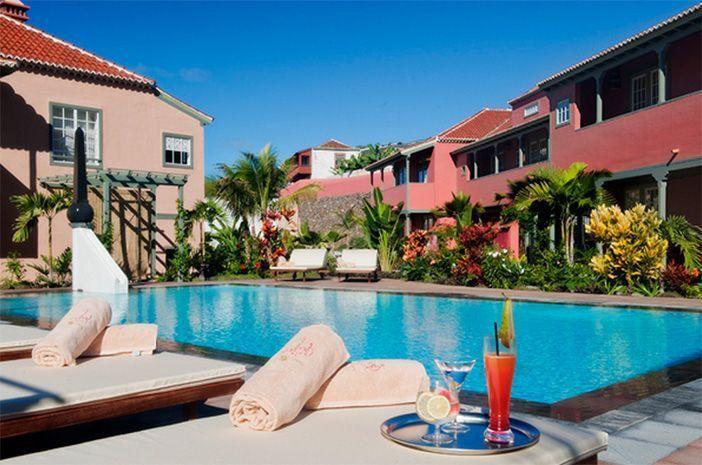 Piscina del hotel Hacienda de Abajo, primer hotel emblemático de las Islas Canarias